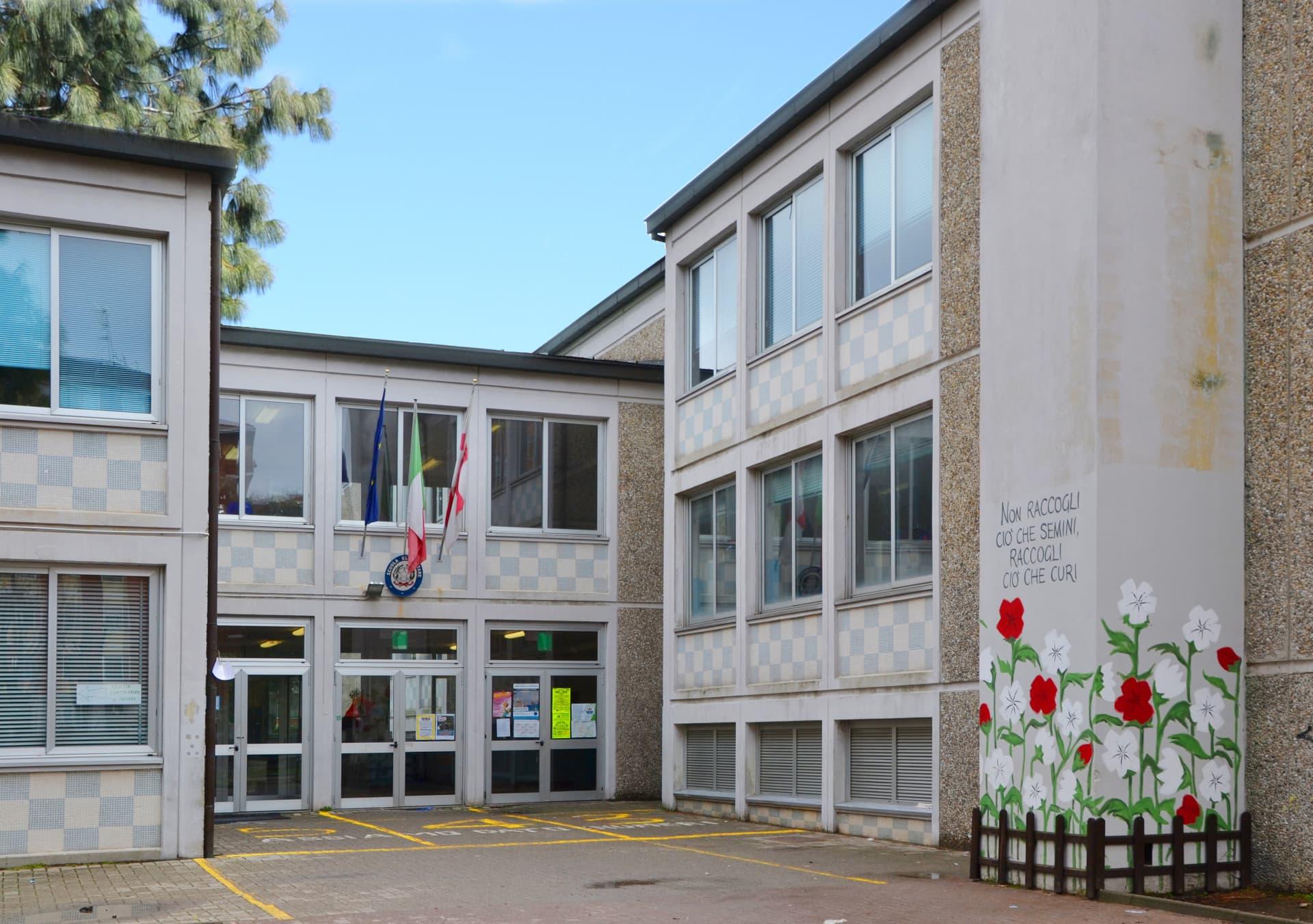 scuola primaria renzo pezzani ingresso